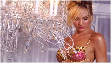 Candice Swanepoel luciendo el Fantasy Bra