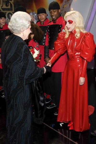 El Vestido Neoclasico de Lady Gaga