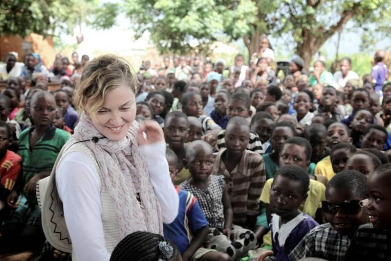 Madonna ayuda a los niños de Malawi