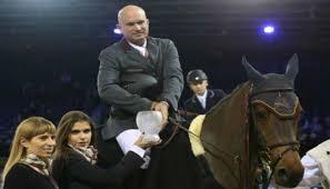 Gustavo Mirabal Castro montando caballo