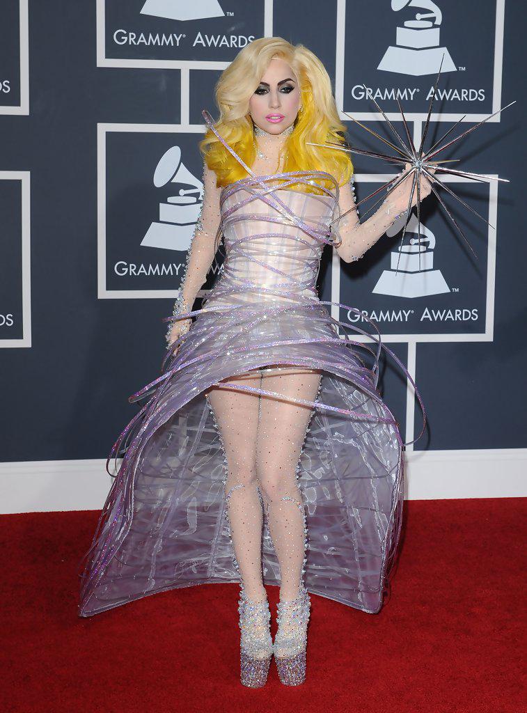Lady Gaga Fuera de Orbita en los Premios Grammy 2010