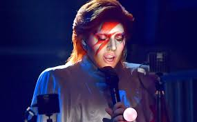Lady Gaga rinde tributo a David Bowie