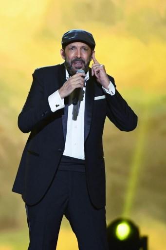 Juan Luis Guerra rinde homenaje a Juanes en el Latin Grammy 2019.