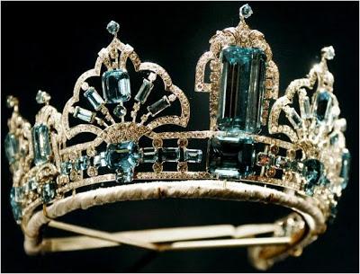 Las tiaras de la monarquía