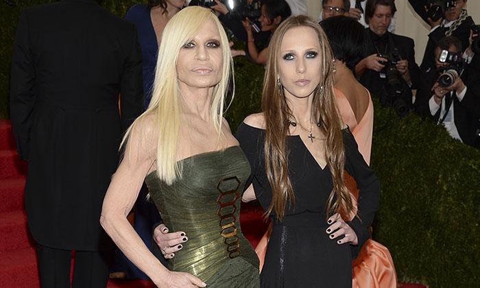 Donaciones de Donatella Versace y su hija Allegra Beck