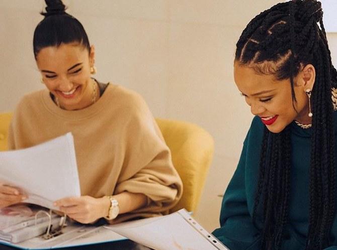 Rihanna y Amina Muaddi.