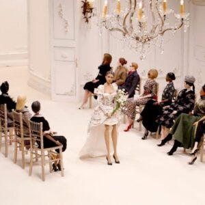 Moschino reinventa los desfiles con marionetas en la Semana de la Moda de Milán