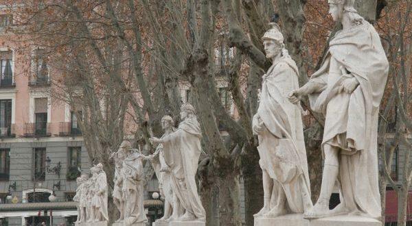Estatuas de Reyes