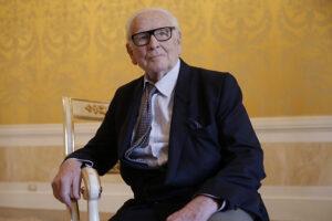 Pierre Cardin, el diseñador futurista y pionero del prêt-à-porter