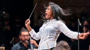 Glass Marcano, la venezolana que dirigió la Orquesta Filarmónica de París