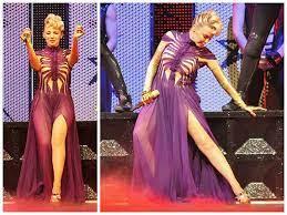 Kylie Minogue en su gira mundial, X Tour