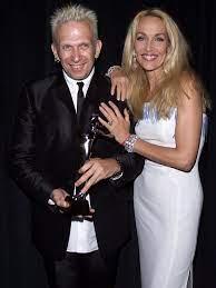 Jerry Hall en los premios de la moda CFDA de 2000.