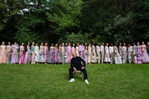 Shine, la colección de otoño-invierno 2021 de Armani Privé: El regreso a las pasarelas de Giorgio Armani