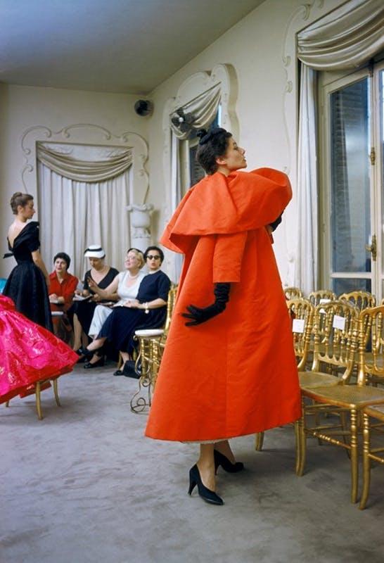 Gvasalia rinde tributo a Cristobal Balenciaga con su nueva colección