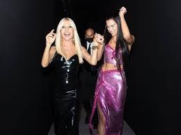 Donatella Versace y Dua Lipa