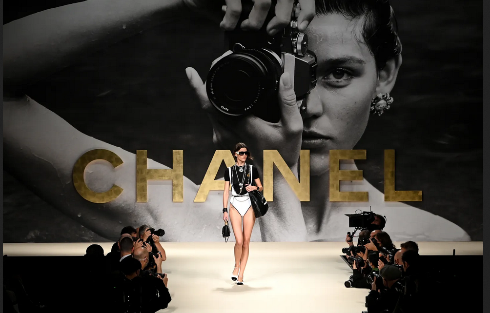 Chanel trae de vuelta los años 80 y 90