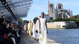 En la Semana de la Moda de París, los diseñadores presentaron un código de vestimenta de verano sexy